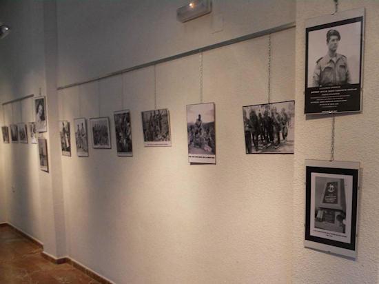 Exposición fotográfica sobre la guerra de Ifni organizada por Adolfo.